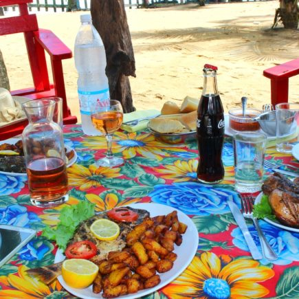 How to Eat like a local…while traveling ! Tips by Afrofoodie